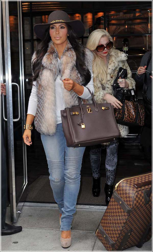 "Kim Kardashian, Kourtney Kardashian and Scott Disick leave their downtown hotel while filming their new reality spin-off ""Kim and Kourtney Take Manhattan."" Pictured: Kim Kardashian Ref: SPL222280 291010 Picture by: Splash News Splash News and Pictures Los Angeles:310-821-2666 New York: 212-619-2666 London: 870-934-2666 photodesk@splashnews.com"