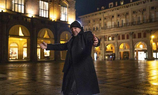 Vasco: Una canzone d'amore buttata via, ecco il video girato a Piazza Maggiore