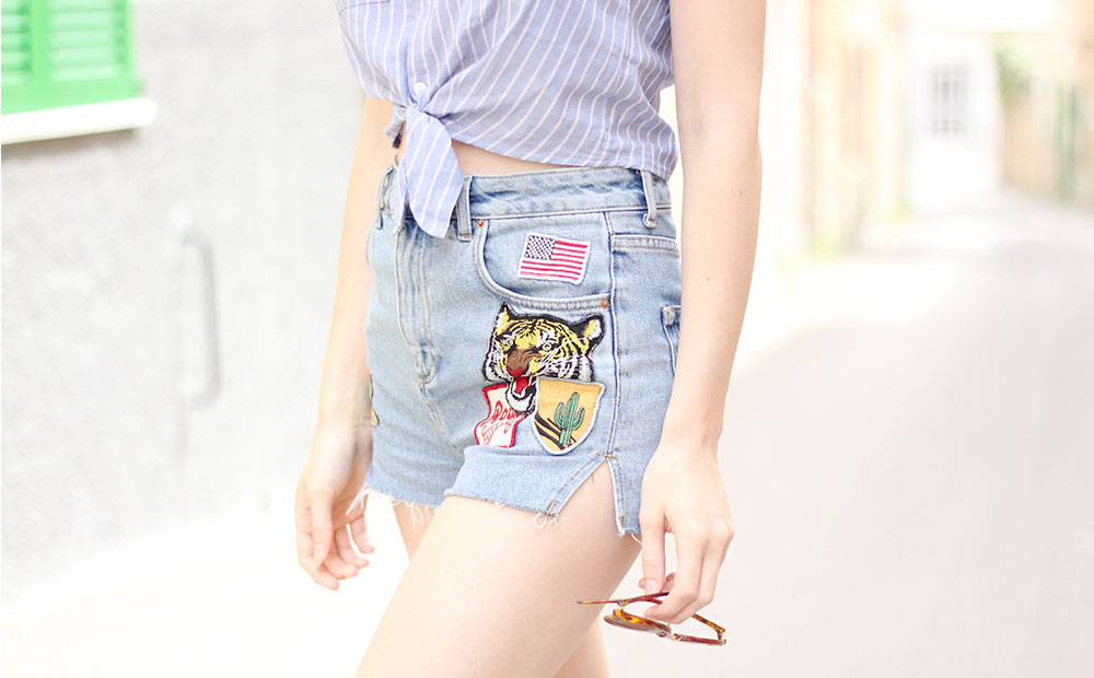 Shorts in denim con patches
