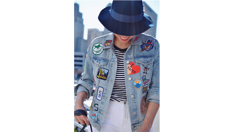 Giacca in denim con patches colorate