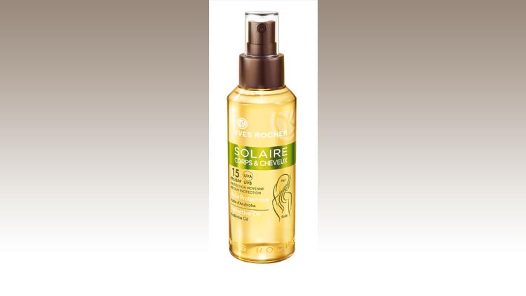 Olio dalla texture fresca e idratante che si applica facilmente grazie al suo flacone in spray. Un prodotto 2 in 1 pensato per riparare i capelli dai raggi solari e per accelerare l'abbronzatura del corpo garantendo allo stesso tempo protezione, Yves Rocher