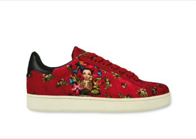 Sneakers bordeaux con stampe, Master of Arts