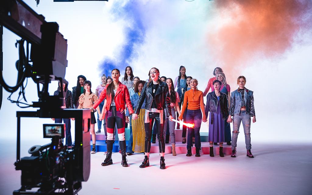 #Stand4her: il coraggio femminile cantato dalle Icona Pop e celebrato da Avon