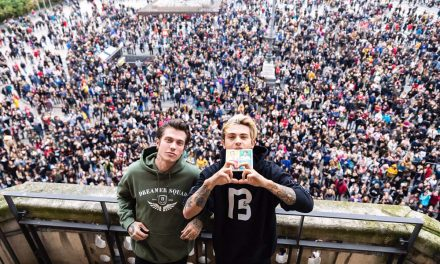 Benji & Fede: trionfo in Piazza Duomo in occasione dell'Instore Tour