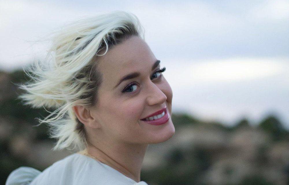 Katy Perry torna a sorridere dopo la crisi vissuta nelle ultime settimane