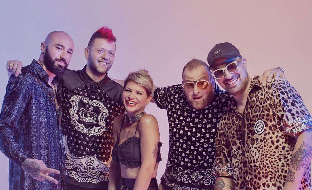 Karaoke, voglia d'estate con Alessandra Amoroso e i Boomdabash